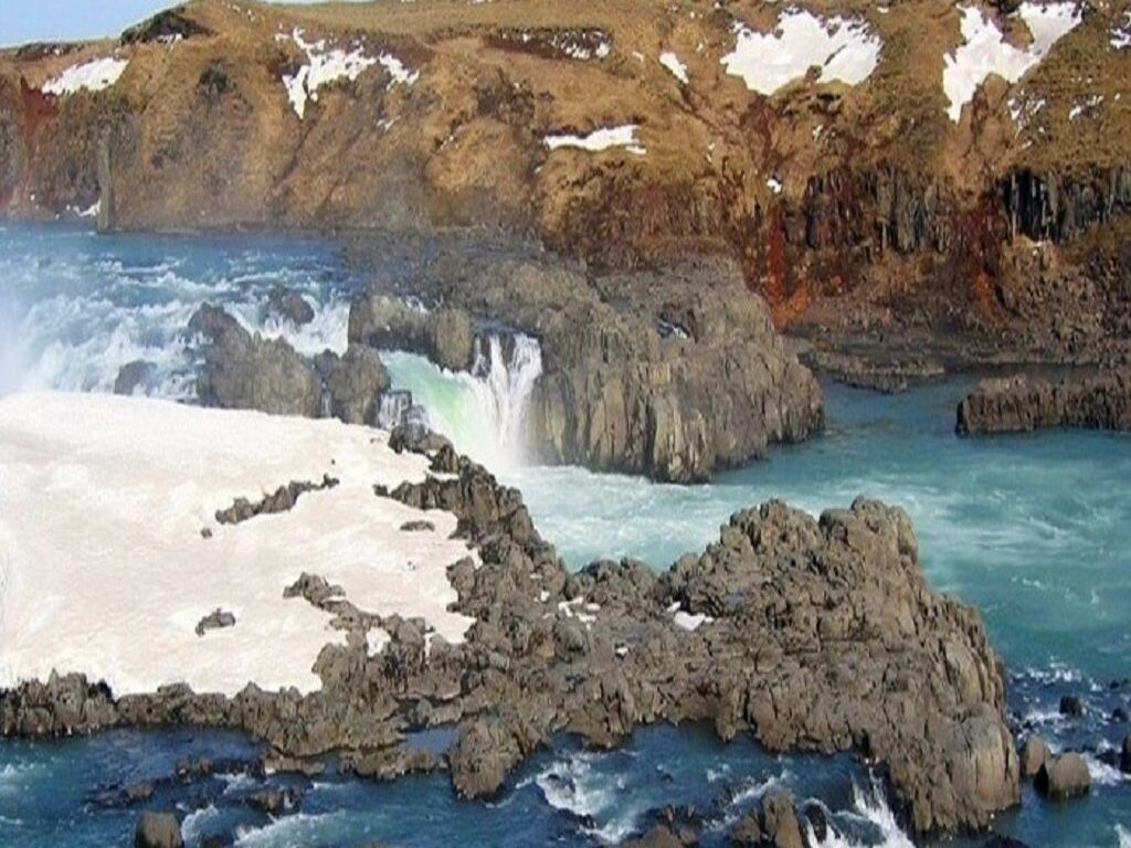 6 Reasons Why to Pick Iceland Private Tours to Visit Urridafoss