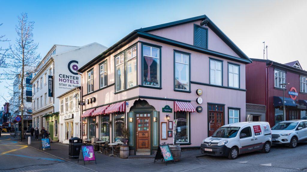 Booking a hotel room in Reykjavik