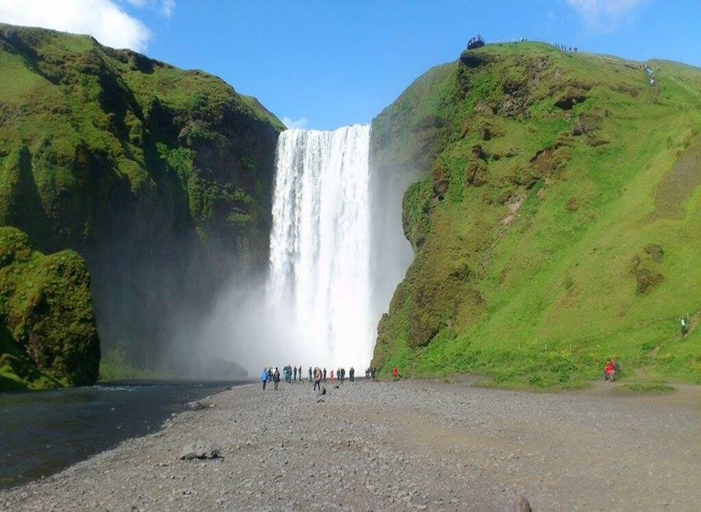Select natural marvels, the majestic waterfalls of Iceland